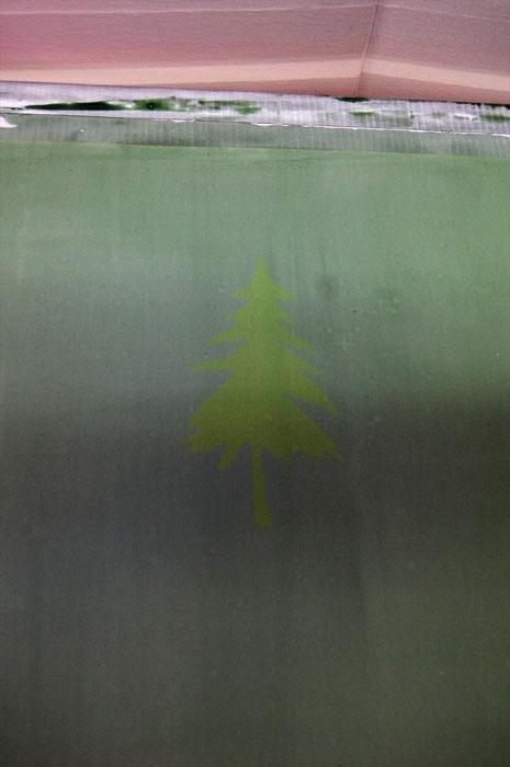 Слабый отпечаток картинки, проявившийся на сетке трафарета